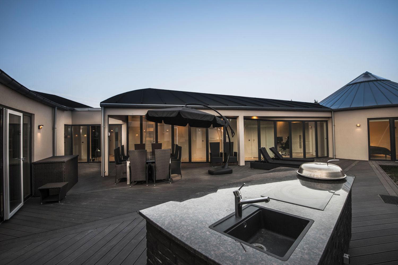 vacances de luxe au danemark maison avec salle de gym et piscine jacuzzi et spa. Black Bedroom Furniture Sets. Home Design Ideas